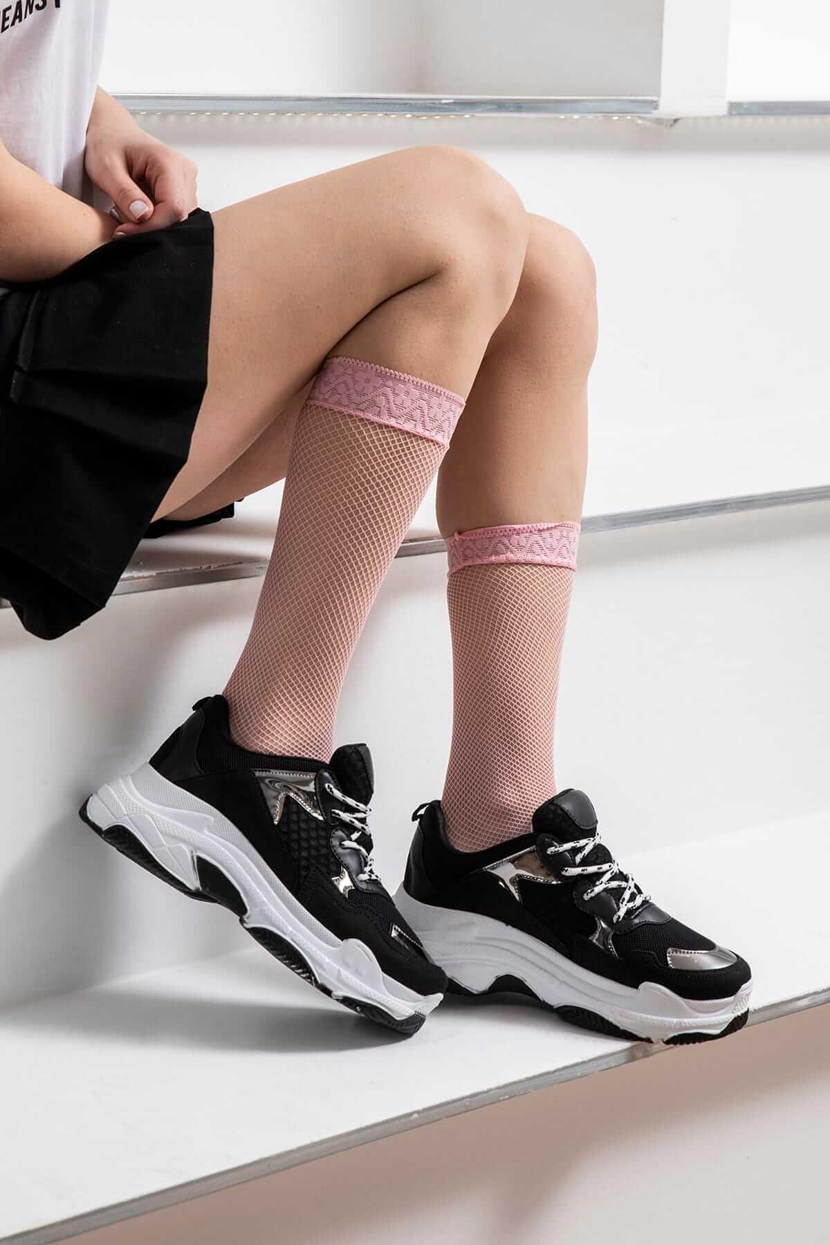 siyah dolgu topuk spor ayakkabılar